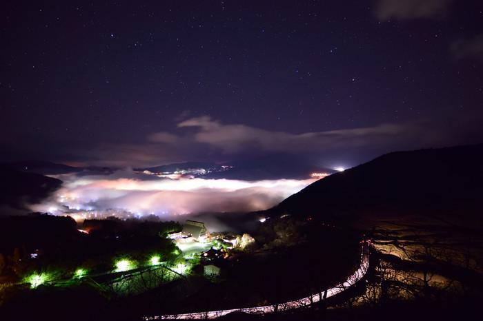 由布院を一望できる狭霧台。朝や夜の涼しい時間帯、運が良ければ町一面を覆う雲海を見ることができます。
