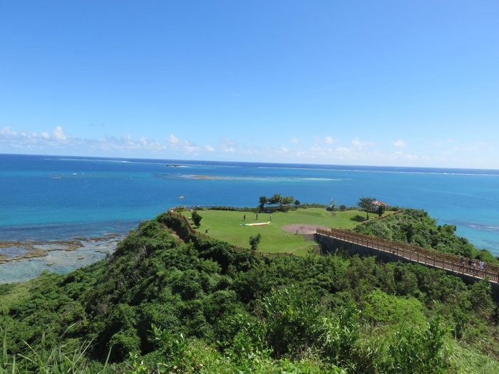 見渡すかぎりの太平洋に囲まれた絶景スポット。水平線まで綺麗に望め、地球が丸いことを思い出させてくれます。