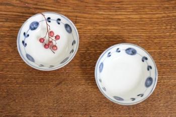 伝統的な有田焼はかなり華やかな絵付けですが、九谷焼同様、普段使いしやすいデザインの有田焼もたくさん売られています。