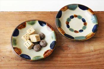 「やちむん」とは沖縄の方言で「陶器」のこと。沖縄の陶器である「壺屋焼(つぼややき)」、「読谷山焼(よみたんざんやき)」などの総称です。