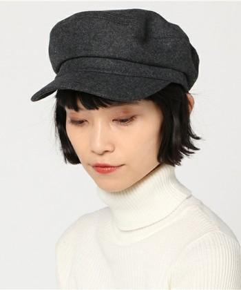 キャスケットって持っていますか?ハットやベレー帽などは持っているけれど、キャスケットは持っていないという人、実はもったいないです。ナチュラルにも、カジュアルにも、ボーイッシュにも、もちろんガーリーなテイストにも使えて便利なアイテムなんですよ♪
