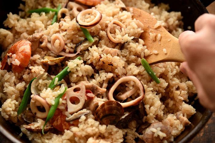 こちらは和風のパエリアレシピ。たっぷりの魚介類を使って、おもてなし料理に♪