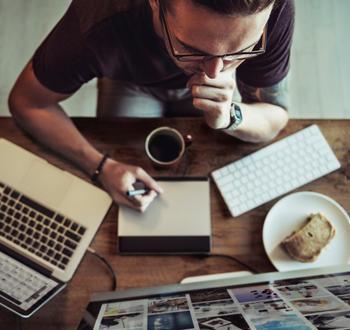 ウェブデザインも、パソコンとインターネット環境さえあれば完結できるお仕事です。打ち合わせもSkypeやメールを上手に活用すれば、離れていても大丈夫。ただ対面の打ち合わせの良さもあるので、その人それぞれの仕事スタイルにもよりますね。