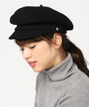 キャスケットは小顔効果もある帽子なので、いつものコーディネートにどんどん取り入れたいですね♪