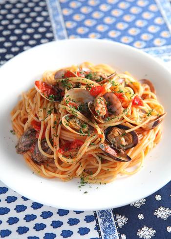 あさり料理の定番、ボンゴレロッソ。春野菜を加えてアレンジしても美味しそうです◎