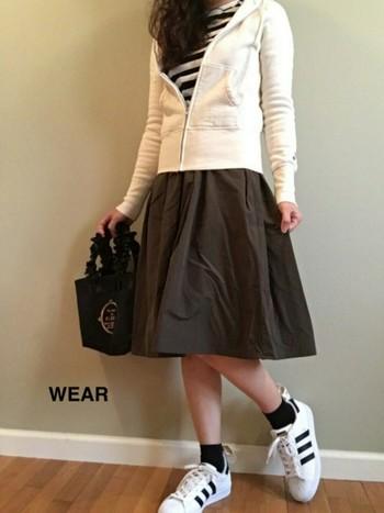 スカートに合わせても◎  Tシャツインしても綺麗な  サイズを選んで。