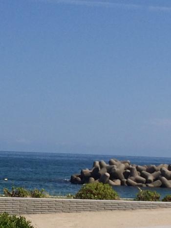 他にも日本でもめずらしい海から湧く皆生温泉も有名で、温泉街からすぐ目の前には「日本水浴場88選」にも選ばれている美しい皆生温泉海水浴場が広がり、夏は温泉と海水浴を楽しむ旅行客で賑わっています。