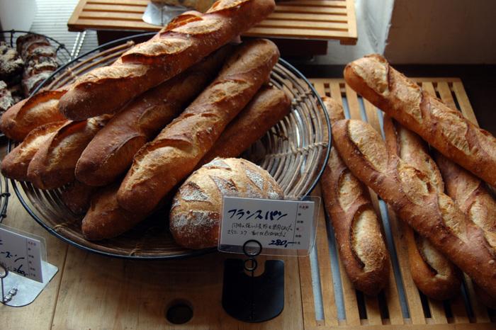 以前から定番かつ人気のフランスパンは、リニューアル後も健在です。
