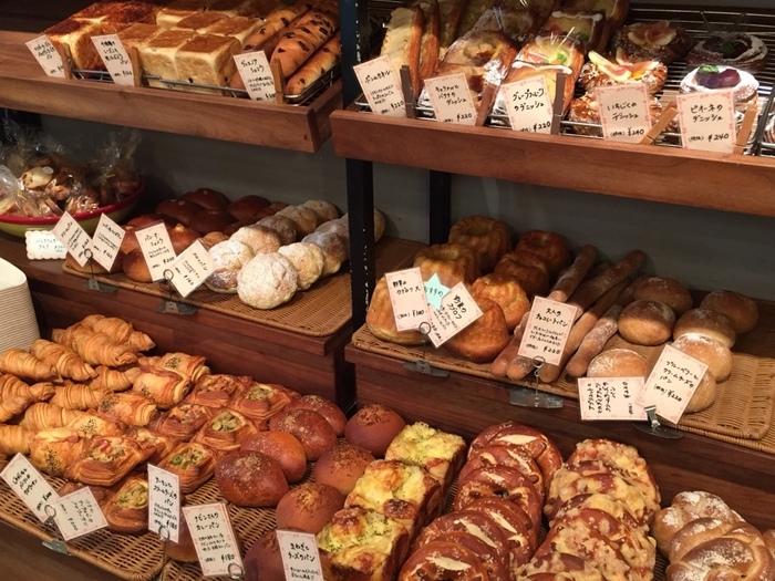 店内には所狭しと並べられたパンがいっぱい!