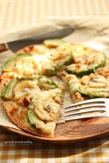 こちらもアボカドを使った甘じょっぱいピザ。バナナとクリームチーズをトッピングしているので、より濃厚な甘みとしょっぱさの組み合わせが癖になりそうです。