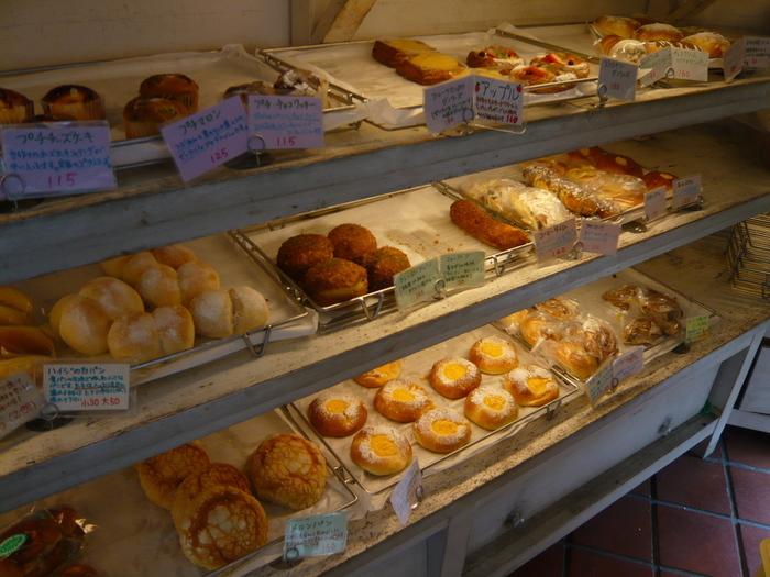 甘いパンが種類多く作られているようです。 まろやか抹茶クリームとフルーツたっぷりダノワーズは特に女性に人気。