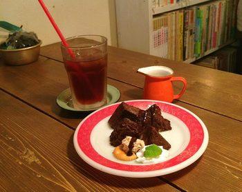 実は芸能人の竹中直人さんもお気に入りだとか。 ケーキやお茶を楽しみながら、竹中さんの自作絵本『おぢさんの小さな旅?』もチェックできますよ。