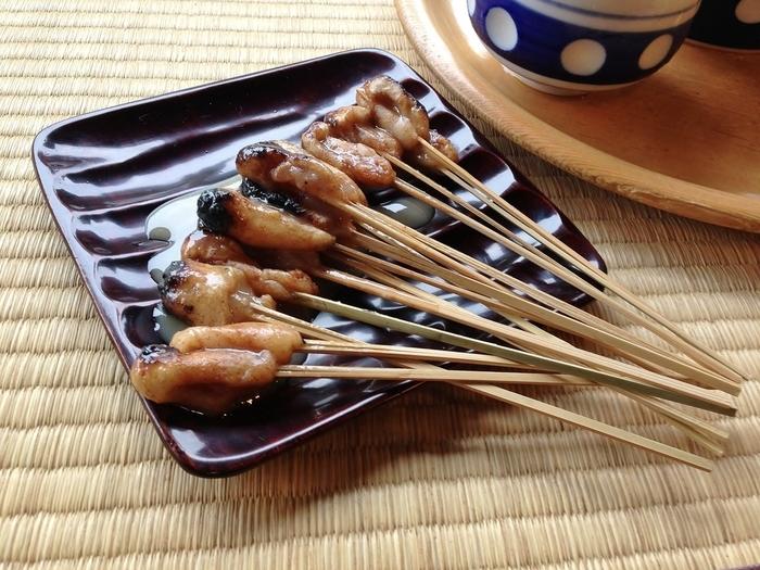 炭火でじっくりと焼き上げた「あぶり餅」は、素朴で優しい味わい。甘味の白味噌ダレが抜群と評判です。
