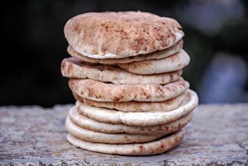 大きなポケットの中に、どんな具材を挟もうか…考えるのが楽しみになるピタパン。ここからは、アレンジいろいろのピタパンのサンドレシピをご紹介したいと思います。