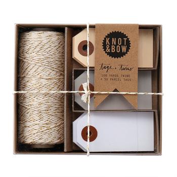 こちらは、さりげないけれど特別感もある、より糸とギフトタグのセット。タグは、メッセージが添えられるのもいいですね。ちなみに、100円ショップなどにも荷物タグがいろいろそろっています。