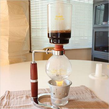 まるで実験をしているかのようにコーヒーを淹れることができるコーヒーサイフォン。コーヒー豆の個性が際立つので様々な種類のコーヒー豆を楽しみたくなります。友人たちとわいわい楽しみながらコーヒーを淹れても良いですよね。インテリアとして飾りたくなるほどおしゃれです。