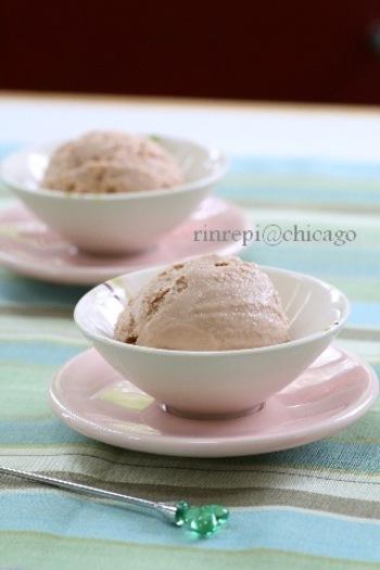 カスタードクリームを使ったら、「卵を泡立てて作るアイスクリームよりもまったり滑らかな美味しいものが出来ました」。