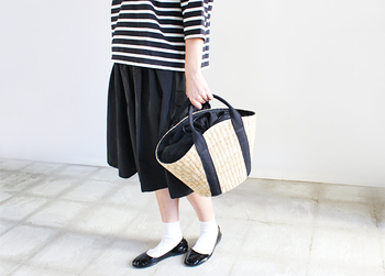 モノトーンならきっと手を出しやすいはず。黒×白で作る大人服をまずはご紹介♡