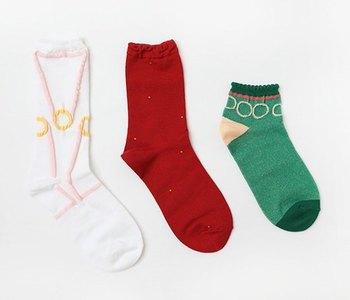 「10+」(テンモア)は2012年に始まったブランド。 若いデザイナーと老舗靴下工場のコラボレーションで生まれるデザインは、ポップだけれど優しい色合いとグラフィカルな模様が素敵。 「布博」や「台灣品質」などのイベントに出展経験もあり、日本での知名度が上がってきています。