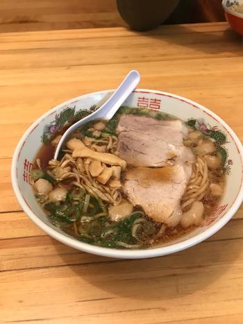 人気の尾道ラーメン。魚介をベースにしたスープであっさり頂けます。
