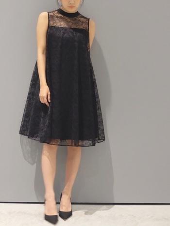 したがって、ドレス色は白やベージュ、薄いピンクを避けて、露出度の低い服装を選びます。 肩の出るドレスならポレロを羽織るなどして肩を隠します。 薄めの色のドレスなら、ポレロを濃い目の色を選ぶといいでしょう。