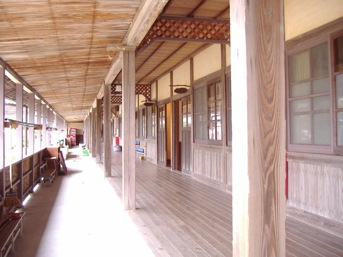 大三島にある宿泊施設「ふるさと憩の家」。廃校となった木造校舎を使っています。サイクリストを始め旅人の拠点となっています。80名が宿泊可。