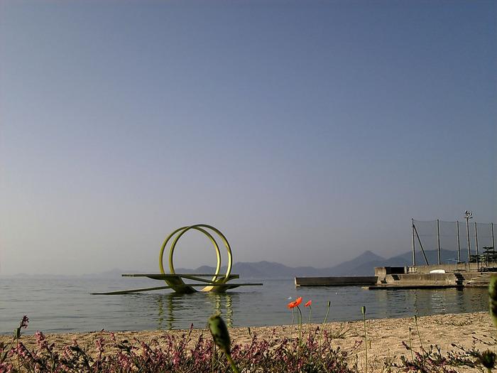 「島ごと美術館」。瀬戸田には全17点の野外彫刻があります。作家自身が設置場所を選んで、風景からインスピレーションを受けて作られたそうです。