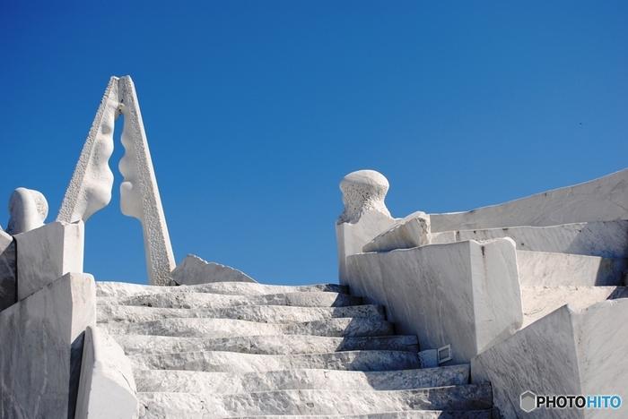 耕三寺のすぐ近くにある「未来心の丘」。大理石の彫刻群です。一見の価値ありです。