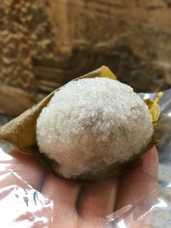 きめ細かい道明寺の生地と餡のバランスが絶妙な「老松」の「桜餅」。