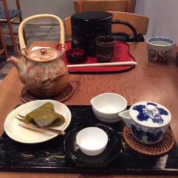 併設された茶房で、お茶とともに桜餅を頂けます。