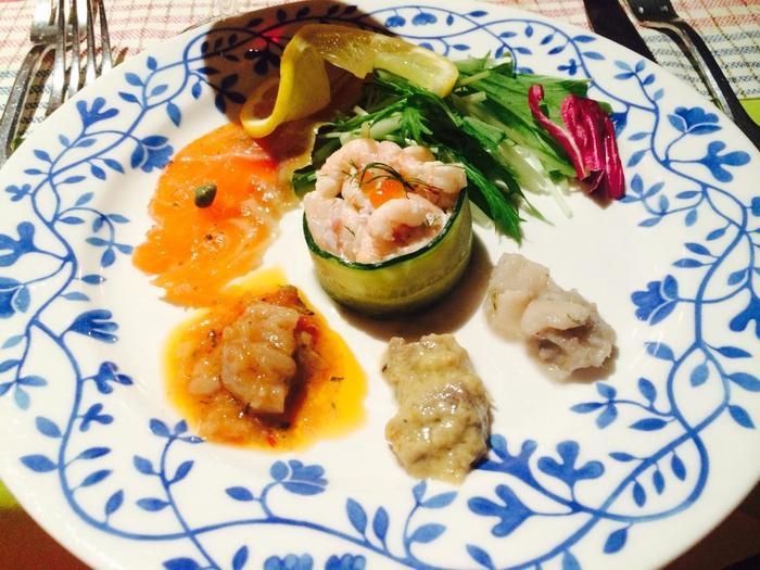 北欧料理とは、その名の通り北欧諸国に伝統的に伝わってきた料理のことです。 焼き物や煮込み物などの家庭料理を中心とした北欧料理は、「ほっ」とする味わいのものばかりです。