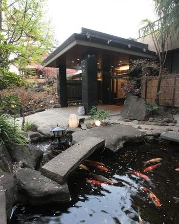 高級感あふれる和モダンな雰囲気が人気の和風フレンチレストラン「母屋 虎幻庭」。