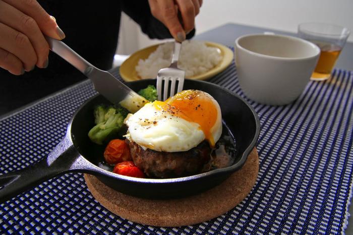 食卓に出しても味わい深くおしゃれ。少し深めに作られているため、焼き料理だけでなく煮込み料理にも重宝します。