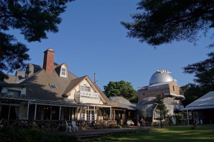 九州最大の天体望遠鏡やプラネタリウムを持つ「ルナ天文台」にはペンションも併設されていて宿泊もできます♪