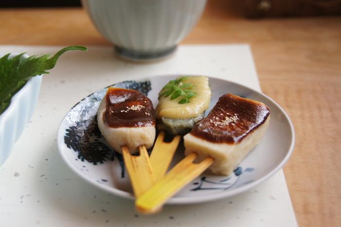 【京都では、白・赤・合わせ味噌を、食材や料理、季節に合わせ上手に使い分けます。(山椒や芥子の実を飾った生麩田楽)】