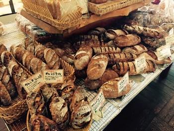 ていねいに焼き上げられたパンがとても美味しそう!お土産にも持ち帰りたいですね♪
