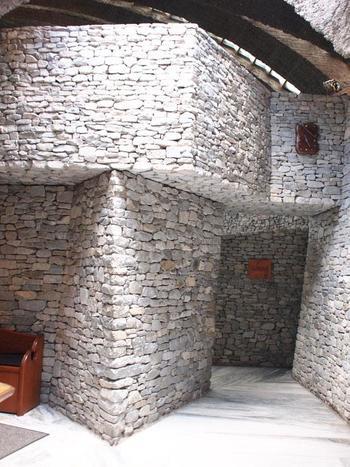 教会内部も「石の教会」の名が示すとおり、そのほとんどが石作りとなっています。