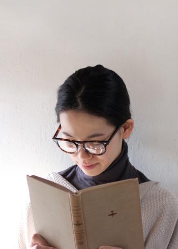 大切な会議の席やクライアントの商談や会合など...服装だけでなくきちんと見せたいときに、メガネは役立つアイテムです。