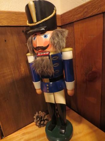 童話に出てくるような、くるみ割り人形がいくつか置かれています。