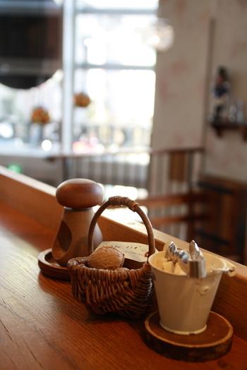 クルミドコーヒーでは、「クルミド出版」「西国図書室クルミドコーヒー分室」「音の葉コンサート」といった、カフェ以外の活動もいろいろ行われています。