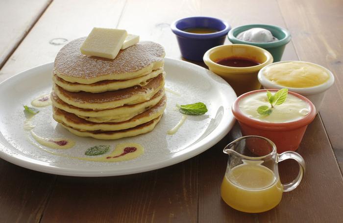 お食事以外にも、パンケーキやオリジナルドリンク、各種デザートを楽しむこともできますよ。