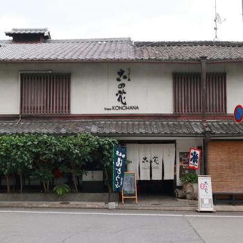 古の花は、京都市バス「北野天満宮前」から徒歩すぐのところにあります。かき氷などの甘味だけでなく、お食事もいただけます。北野天満宮を参拝したついでに寄りたいお店です。