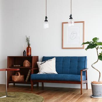 よそのお宅のリビングにお邪魔した時、まず最初にソファに目が行くことはありませんか?サイズが大きく存在感のあるソファは、お部屋の雰囲気を作る重要なインテリア。どんなソファを選ぶかによって、印象もずいぶん変わりますよね。