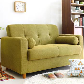 森や草原など、自然の色合いをイメージさせるグリーン。穏やかな若草色はお部屋に癒しや安らぎを与えてくれます。