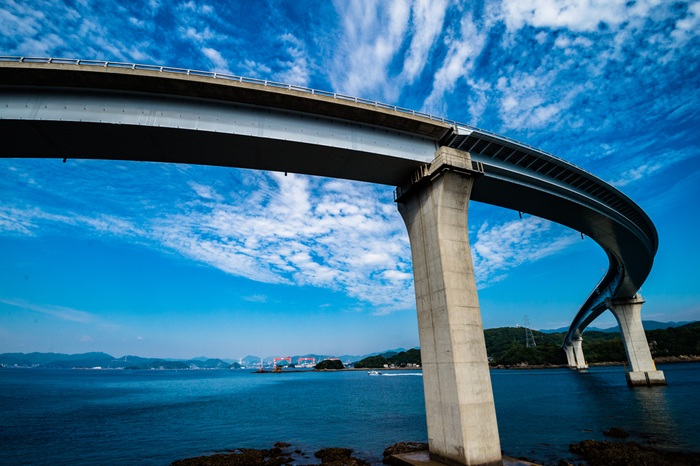 2011年に、長崎市香焼町と伊王島を結ぶ「伊王島大橋」が開通したことにより、長崎市街地から車で約30分で、気軽に行けるようになりました。「i+Land nagasaki」利用者向けに、無料バスも運行していますよ。