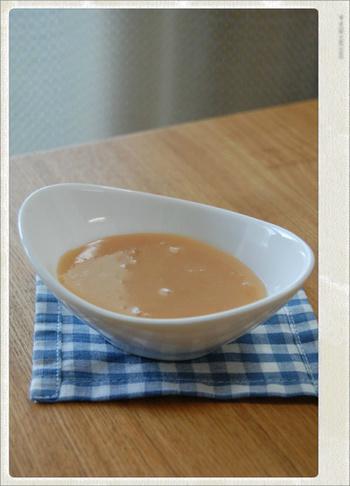 「もっと簡単にミルクジャムを試したい」というかたには、レンジでチンするだけのお手軽レシピ。材料は牛乳とグラニュー糖だけ!