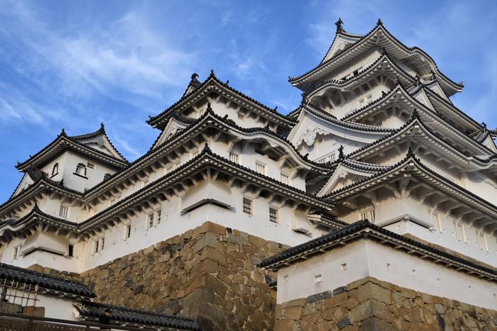 """1993年に日本で初めて世界遺産に登録された「姫路城」は、""""美しさ日本一""""との声も高い名城です。平成の大修理を終えて2015年3月27日にグランドオープン! 優美な姿に磨きが入り、まさにいま訪れるべき世界遺産のひとつです。"""
