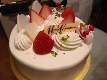 クリスマスケーキやバースデーケーキもルスルスで。シンプルで可愛らしく、どこか懐かしいデザインのケーキは老若男女に喜ばれそう。もちろんお味も抜群に美味しいですよ。