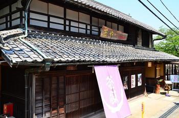 當麻寺のすぐ近くには、釜めしのお店「玉や」があります。釜めしは、注文してから提供されるまで30~40分程時間がかかります。そのため、當麻寺参拝前に、注文を住ませておくことをおすすめします。