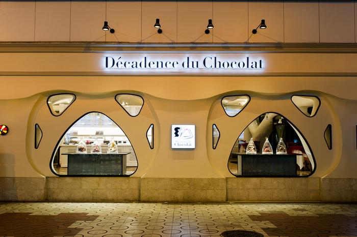 「Décadence du Chocolat」は、東京の銀座と茗荷谷に店舗を構えるチョコレート専門店。お店では、フランスと和が融合した繊細なショコラが販売されています。